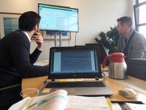 Bespreking gecertificeerde Bouwplan toetsing, links Joost Vos en rechts Ronald Mulder (Nijhuis)