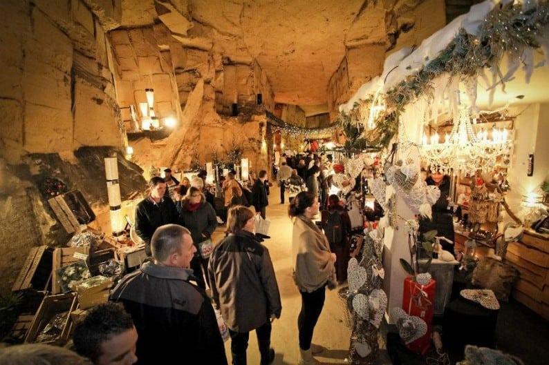 Kerstmarkt Valkenburg in gemeentegrot