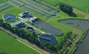 Rioolwaterzuiveringen hebben steeds meer werk aan het zuiveren van afvalwater. Door minder water te gebruiken kan dit veel efficiënter. Bron: waterschappen.nl