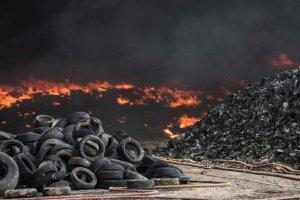 voorbeeld autobandenbrand