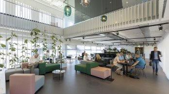 Interieur hal Stadskantoor Alkmaar copyright Marcel van der Burg