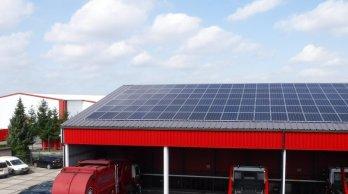 Afbeelding 1: Goed gekeurd dak met zonnepanelen.