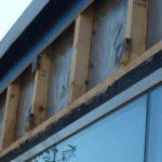 onderzoek naar vochtproblemen: Deels verkleurd achterhout